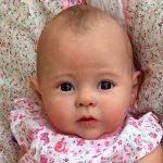 Muñecas reborn que ayudan a pacientes con demencia y padres afligidos